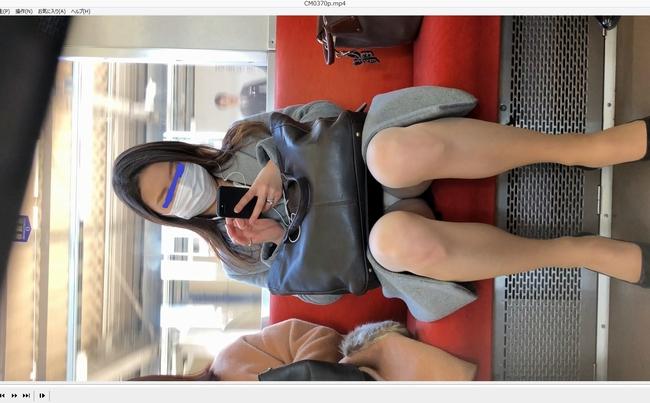 pcolle tc [4K動画][顔出し]見えすぎ!!!!!常に丸見えパ〇ツ、マスクでも美人なのが伝わる目元パッチリOL、ありがたき日差し[ドアップあり]電車からの風景~