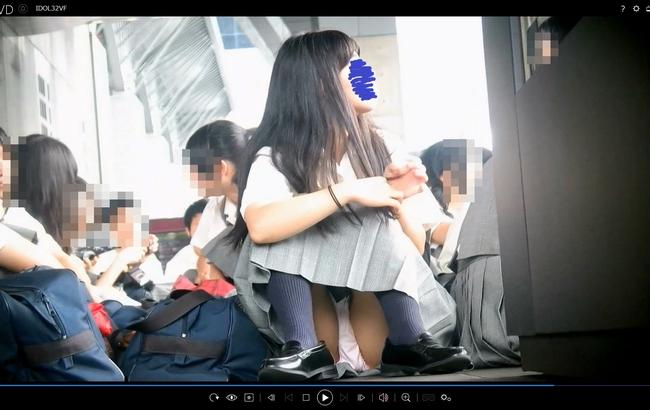 pcolle アイドル予備軍 【レア】集合場所での体育座り