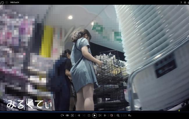 pcolle みるくてぃ 家族で買い物に来ていた女の子