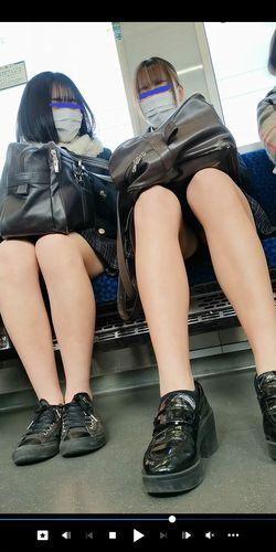 pcolle ピーコレ いつもここから どっちの生足が好きですか?